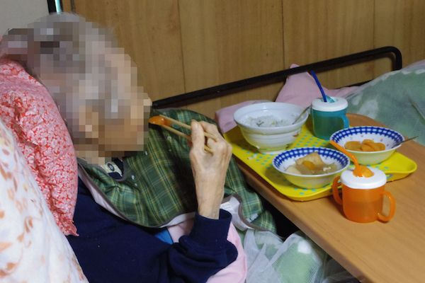 きよさんは昨年10月末から食欲が低下したが徐々に回復。節分には太めの巻き寿司も食べきった