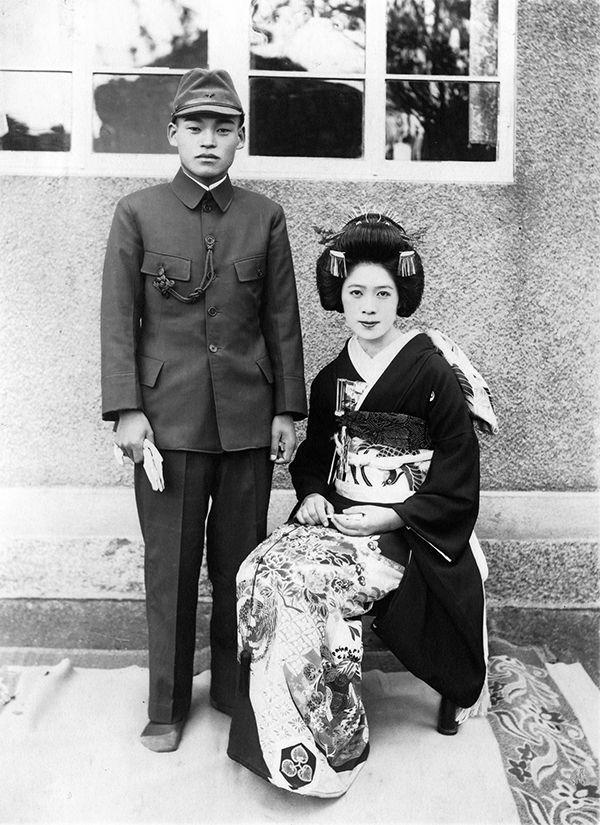 【写真】ツチヱさんと仁九郎さん。三三九度で初めて仁九郎さんと顔を合わせたとき、「自分はこの人の妻になるために生まれてきたんだ」と直感したのだそう