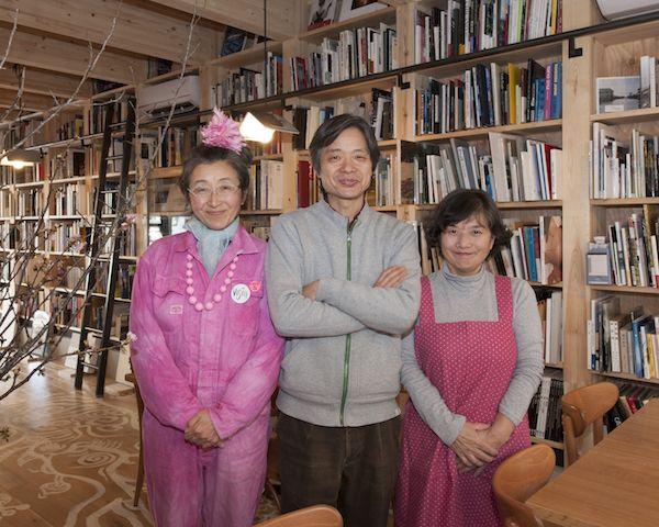 (左から)ときたまさん、飯沢さん、おかどさん。写真集食堂『めぐたま』では、定期的にイベントを開催(東京都渋谷区恵比寿)
