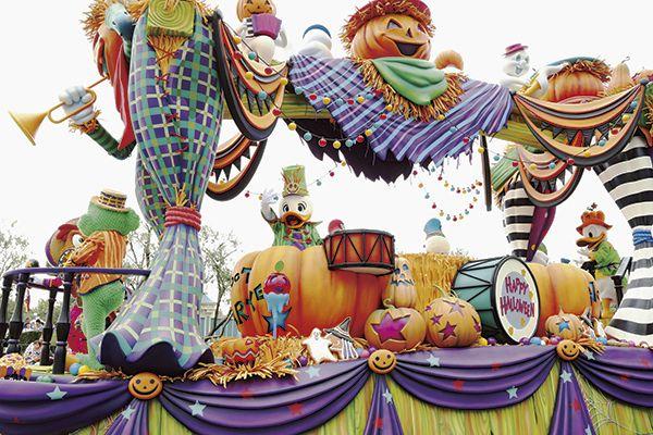 """[photo]ちょっとホラーな""""おかしなお菓子""""が大暴れ! ドナルドのフロートは音楽団。新しくアイシングクッキーやロリポップが追加"""