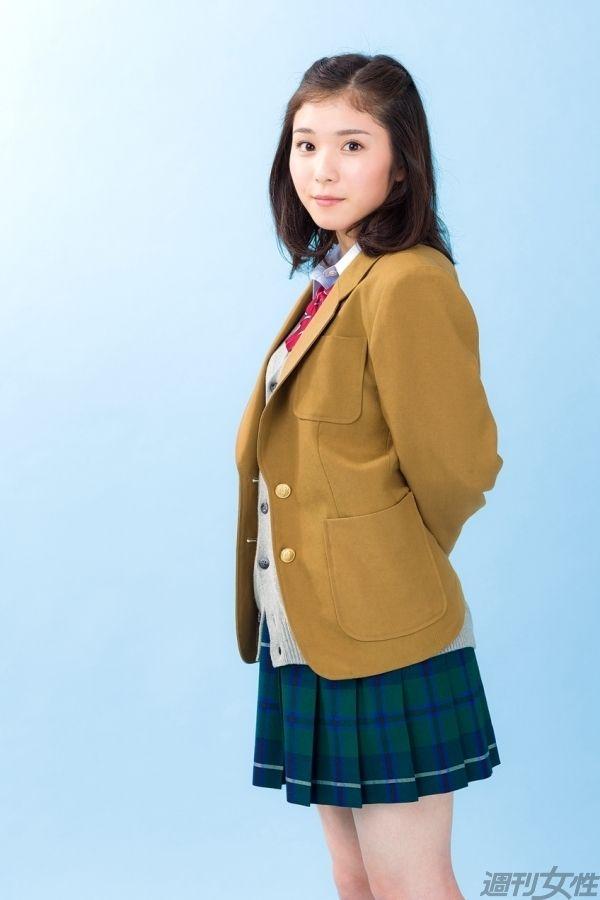 制服の松岡茉優