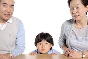 孫がかわいいあまり、生活や教育方針など、親子間で解決すべき問題に介入し始める祖父母も(写真はイメージです)
