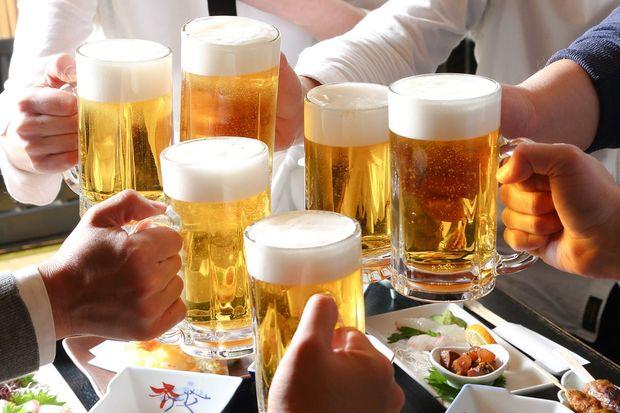 """外国人がビックリした、テレビドラマでわかる """"日本人とお酒"""" の関係&飲み方"""