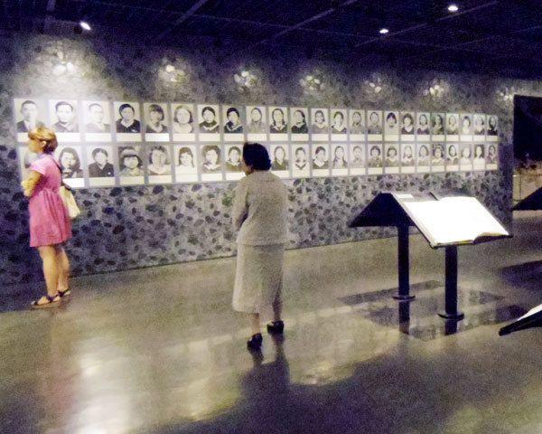 【写真】ひめゆり学徒隊は、法的根拠なく看護活動や遺体埋葬を強いられた。2つの学校の教師・生徒で構成されていた