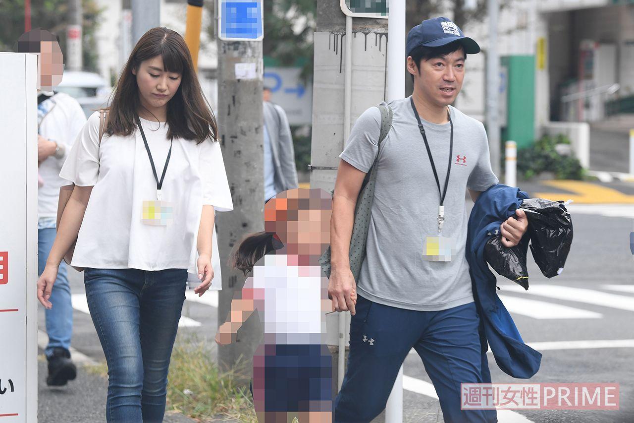 安めぐみの画像・写真   家族3人で仲よく帰る東貴博・安めぐみ夫妻 ...