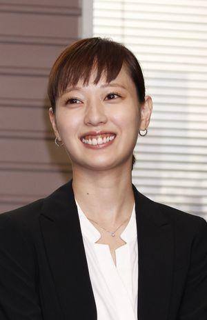 クールな戸田恵梨香の笑顔