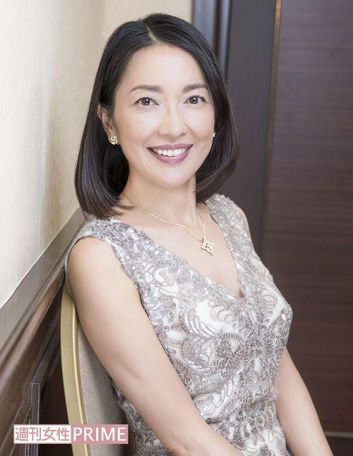 ワンピースを着ている羽田美智子