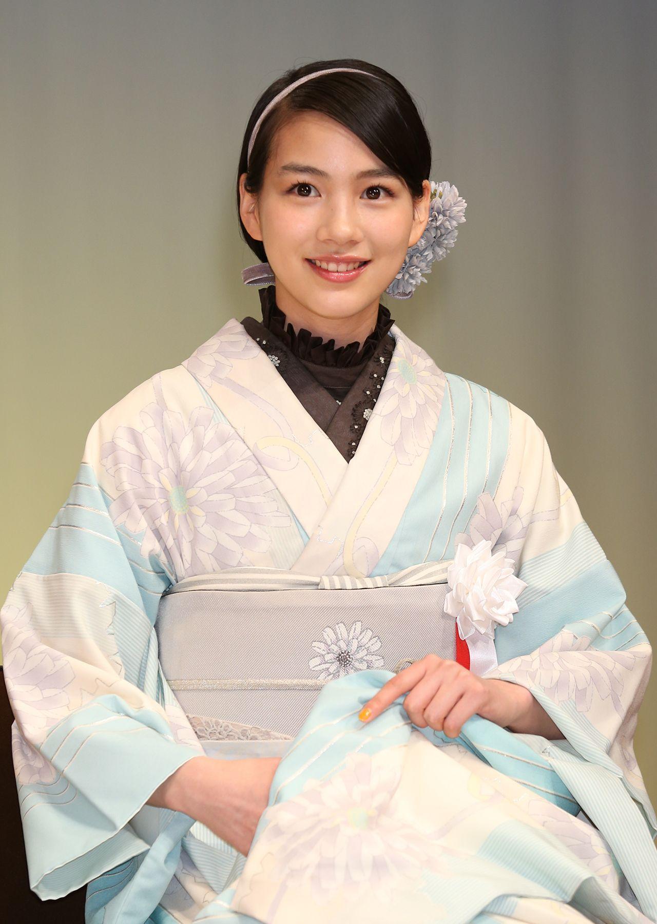 写真:'15年3月、『第31回浅草芸能大賞』授賞式で。能年は新人賞を獲得した