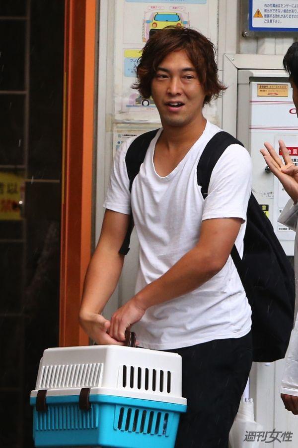 【写真】9月9日に自宅マンションから仕事に向かう松田を直撃